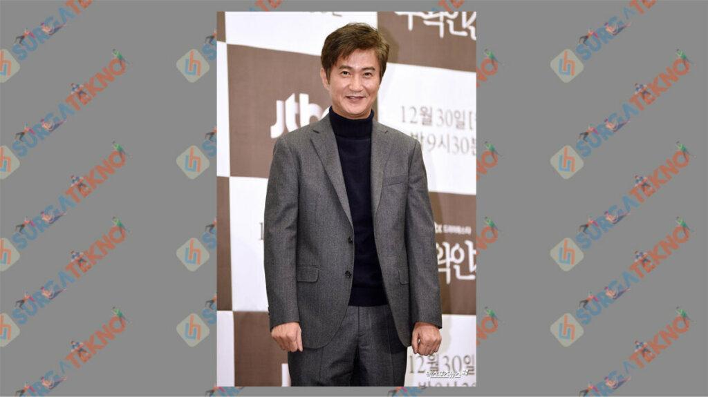 Ahn Nae Sang sebagai Seo Byung Ju - Daftar Pemain Drama Law School