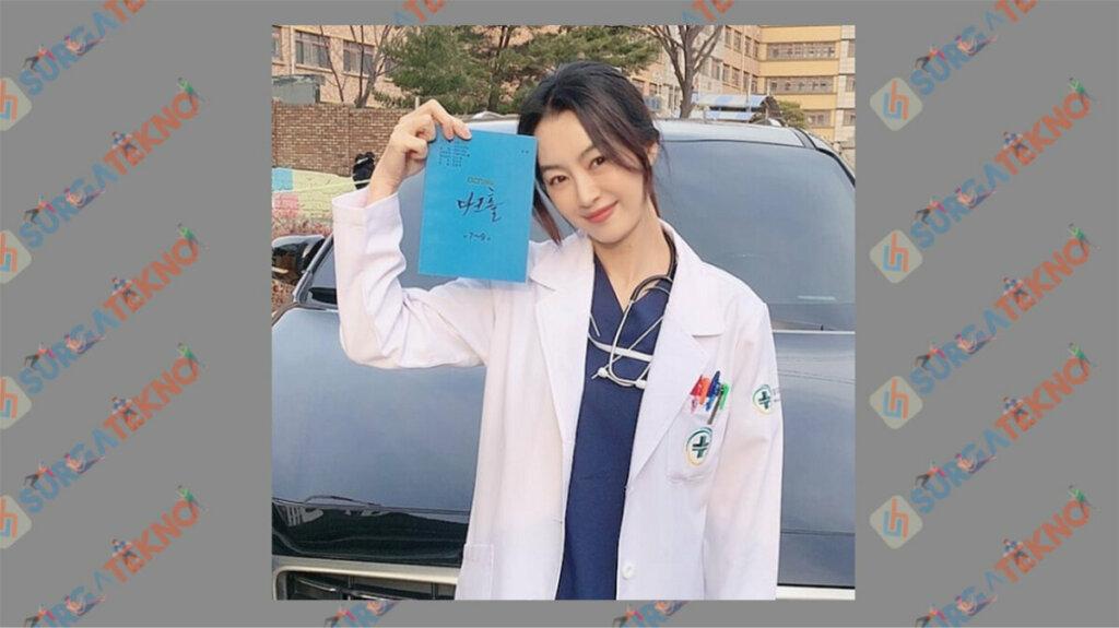 Bae Jung Hwa sebagai Han Ji Soo - Daftar Pemain Dark Hole