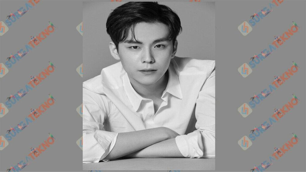 Kim Do Hoon sebagai Lee Jin Seok - Daftar Pemain Dark Hole