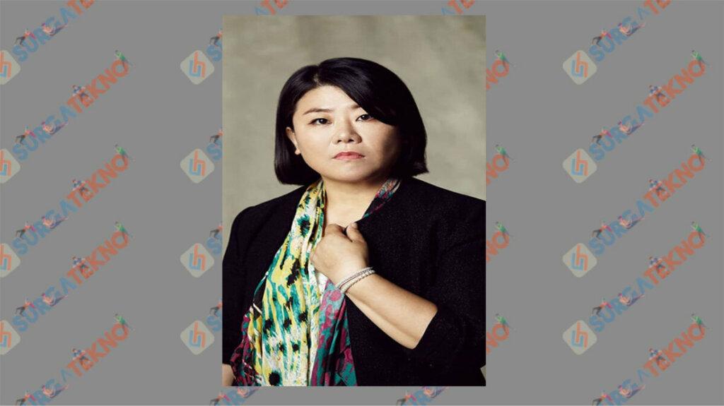 Lee Jung Eun sebagai Kim Eun Suk - Daftar Pemain Drama Law School