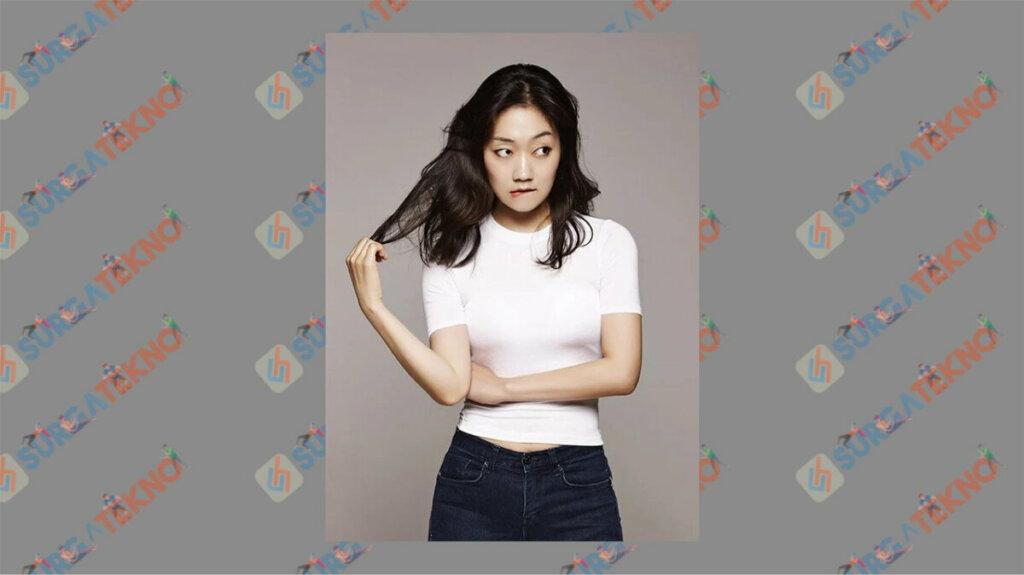 Park Kyung Hye sebagai Choi Soo Kyeong - Daftar Pemain My Roommate is A Gumiho