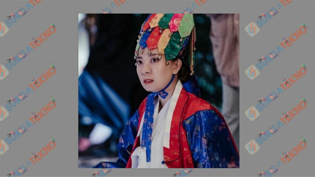 Song Sang Eun sebagai Kim Seon Nyeo atau Madame Kim - Daftar Pemain Dark Hole